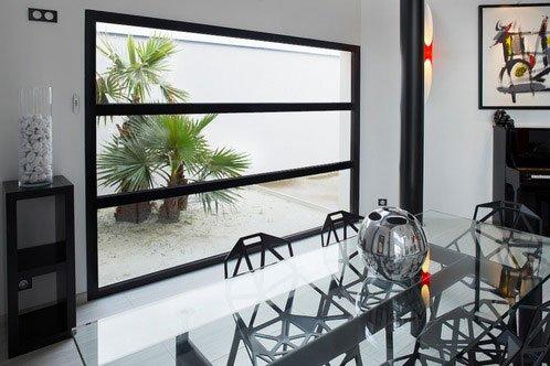 baie vitree fixe main 3064893 - Activités