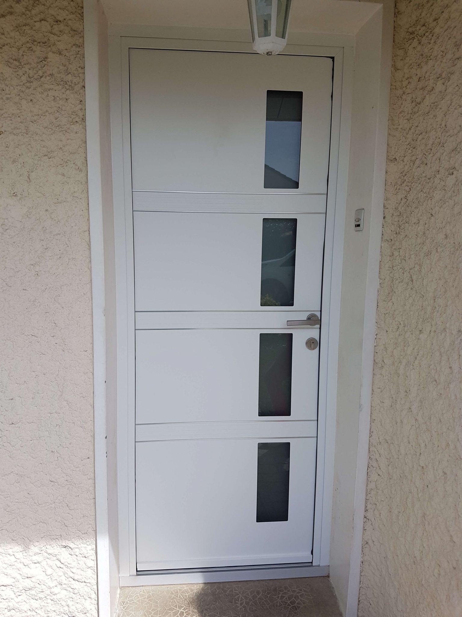 Porte K line modèle quadrige blanc intérieurextérieur - GCDH installe une porte K-LINE modèle quadrige !