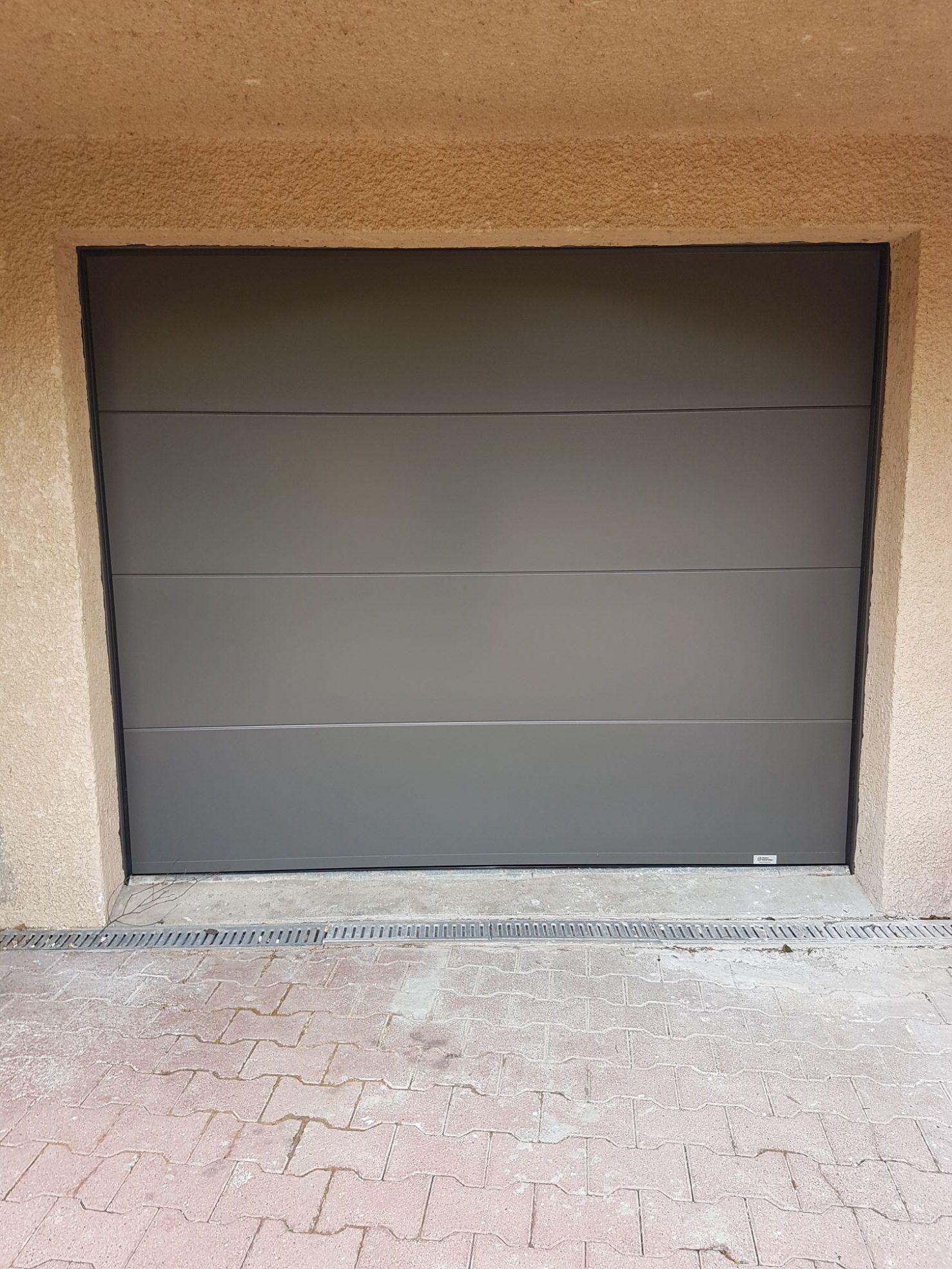 Porte de garage France Fermeture sectionnelle e1556869746595 - GCDH réalise un nouveau chantier à Communay